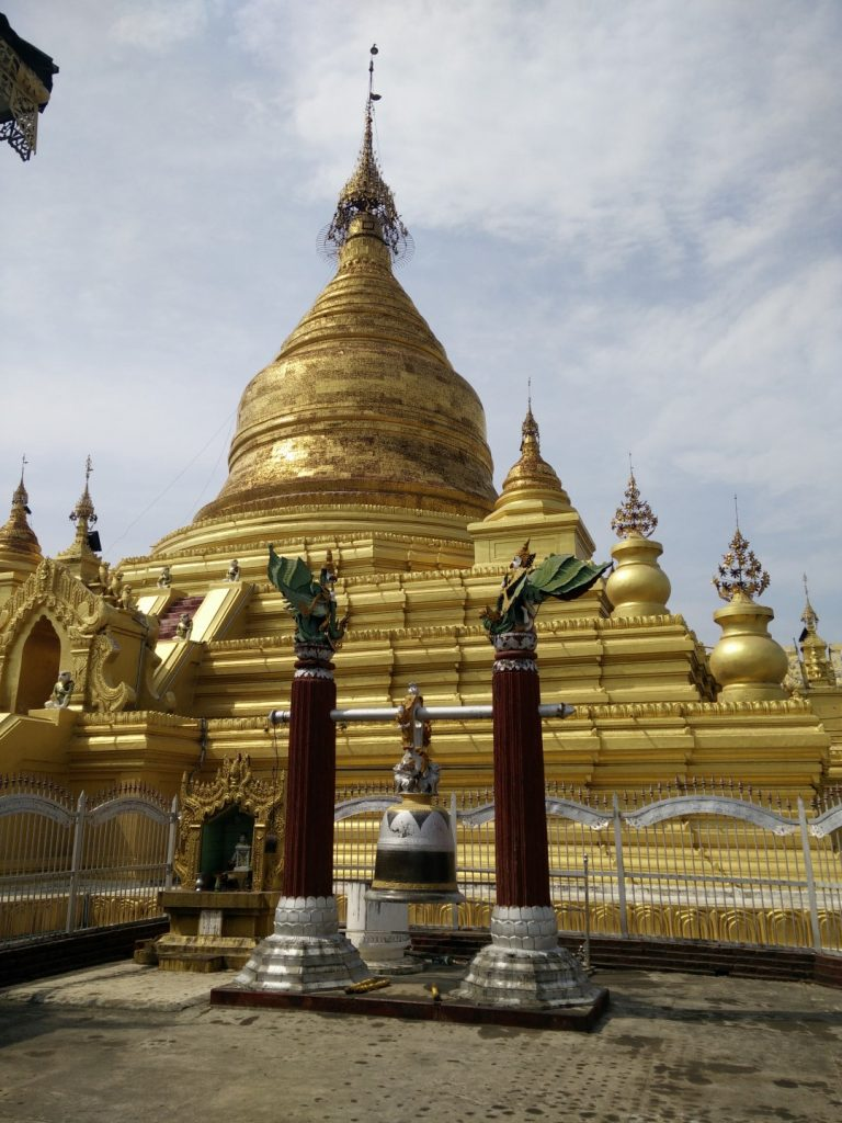 The Kuthodaw pagoda.