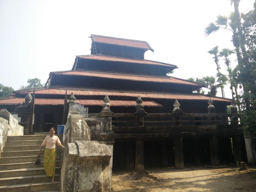 Bargaya - the teak monastery.