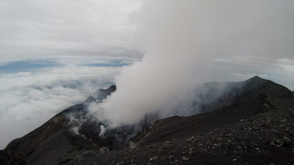The thick cloud of smoke coming out of Semeru's crater.